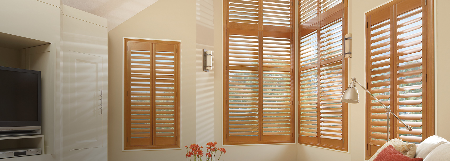 Hunter Douglas Newstyle 174 Hybrid Shutters Today S Window